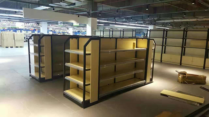 為什麽現在超市商場喜歡用鋼木貨架?這些優點值得大家考慮