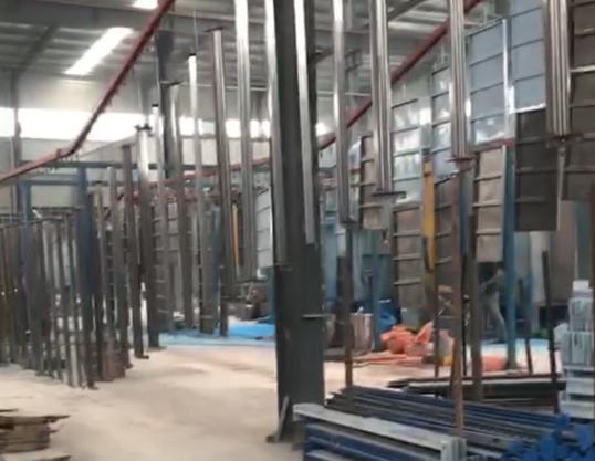 倉儲貨架流水線正在生產中
