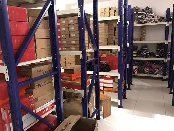 信阳光山西亚广场仓储层板货架案例