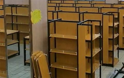 千佳惠購物廣場鋼木貨架正在安裝中