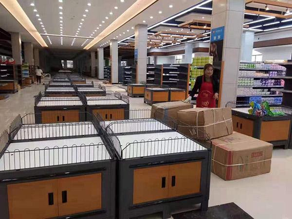 南阳唐河广隆购物广场促销区域