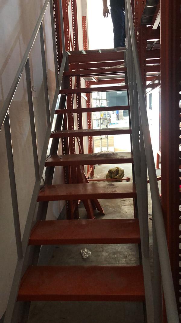 楼梯已经安装完毕