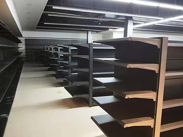 河南駐馬店遂平聯豐購物廣場超市貨架案例