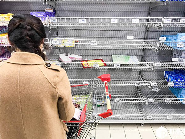 超市同一货架的货物的摆放原则是什么