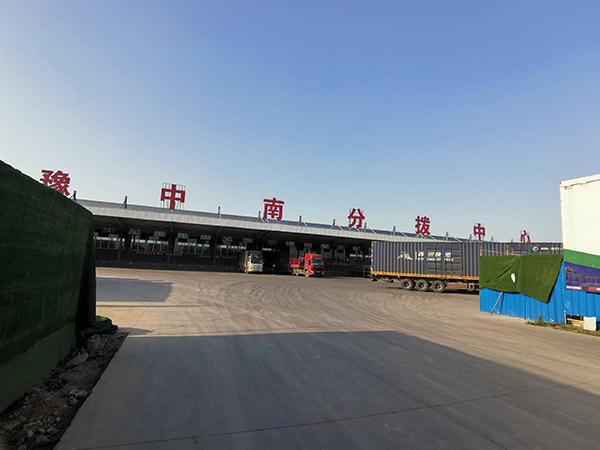 漯河某云倉橫梁式貨架和流利式貨架案例