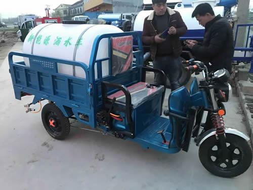 电动三轮车洒水车